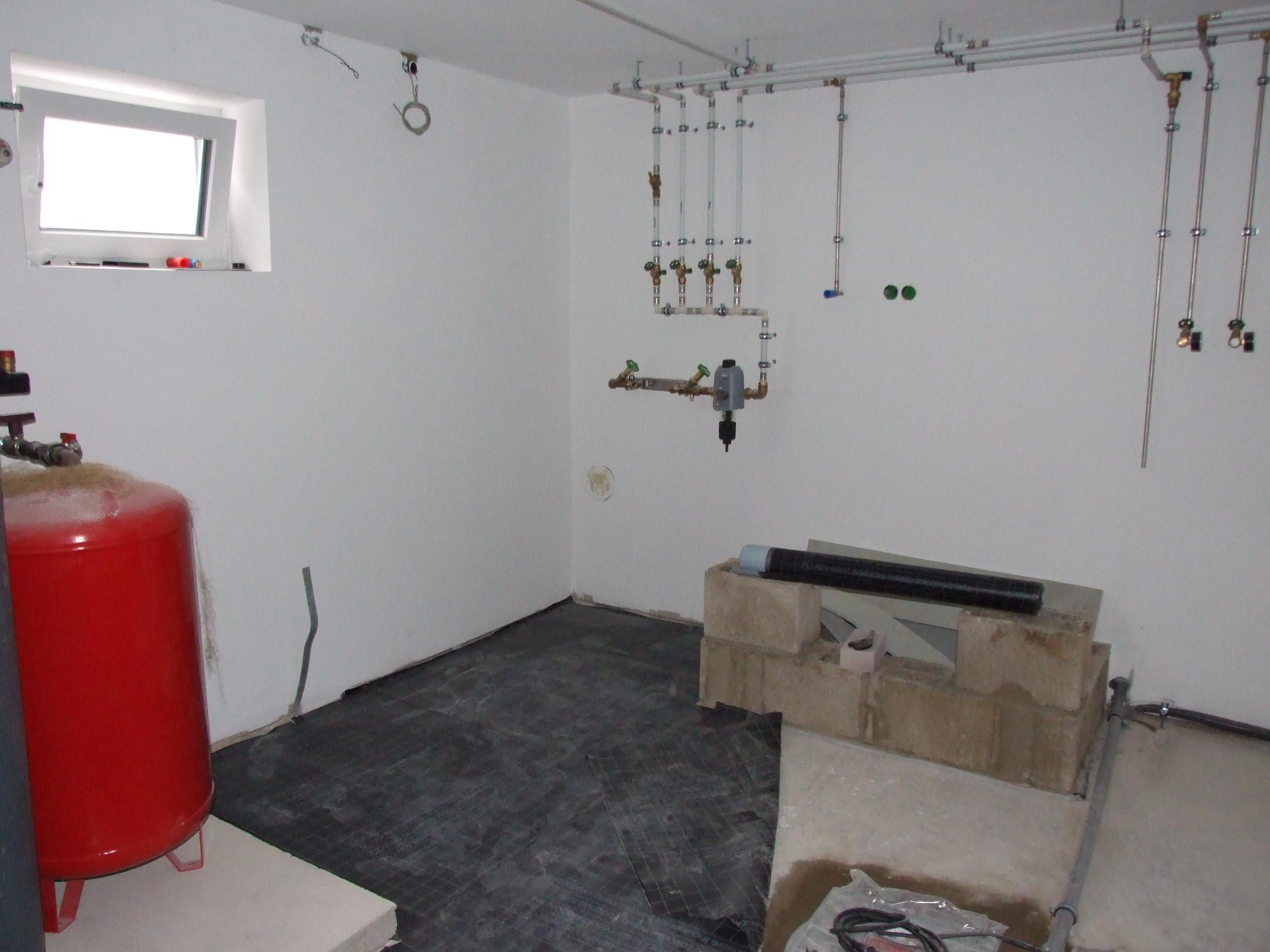kaltschwei bahn im keller ausgelegt unser hausbau festgehalten im blog. Black Bedroom Furniture Sets. Home Design Ideas