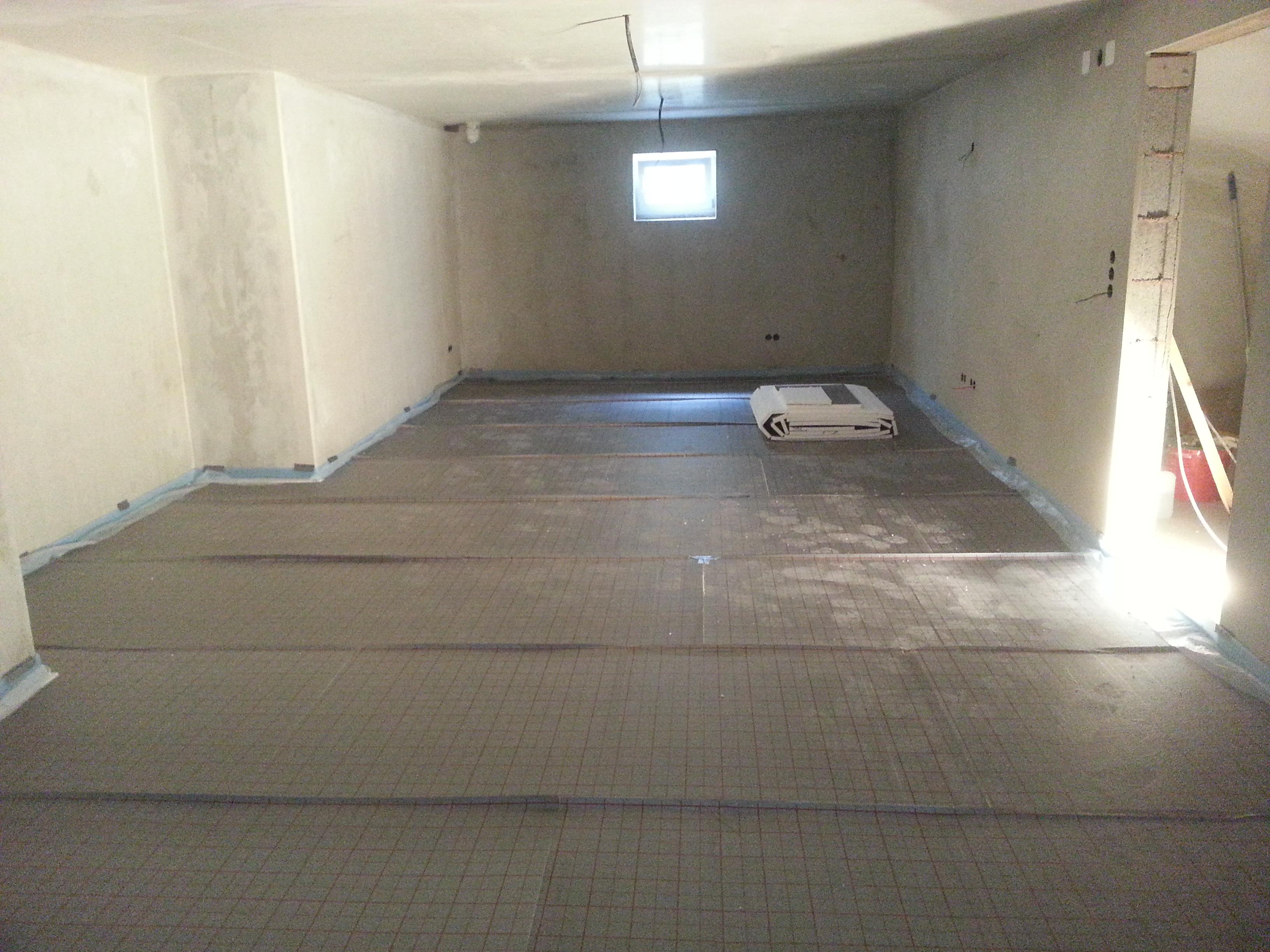 rolljet im hobbyraum verlegt unser hausbau festgehalten im blog. Black Bedroom Furniture Sets. Home Design Ideas